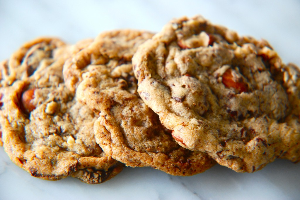 Salted Chocolate Chip Cookies with Toasted Almonds | Kitchen Culinaire
