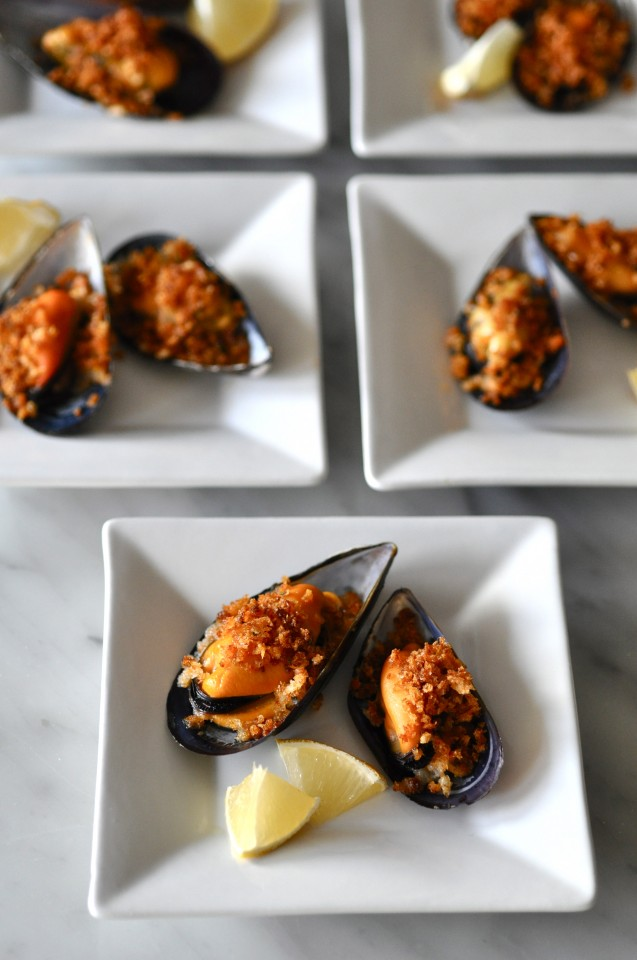 Broiled Mussels Recipe — Dishmaps