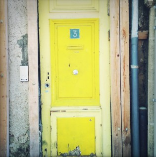 Yellow door in Aix